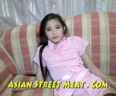 Delicious Asian schoolgirl gets..