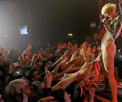 Miley Cyrus Allows Fans to Touch..