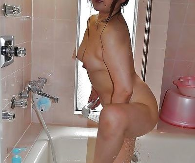 Asian MILF has some nipples..
