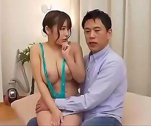 Marido tiene que dar a su esposa..