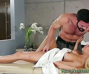Gorgeous masseuse squirts 6 min