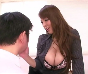 Hitomi Tanaka Seduces a Student