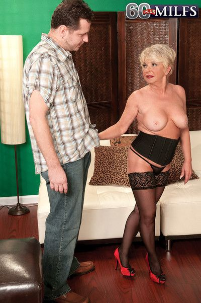 Older granny getting fucked