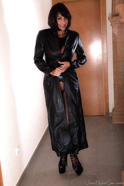 procace Europea signora Jan burton Lampeggiante Grande Tette sotto In pelle Cappotto