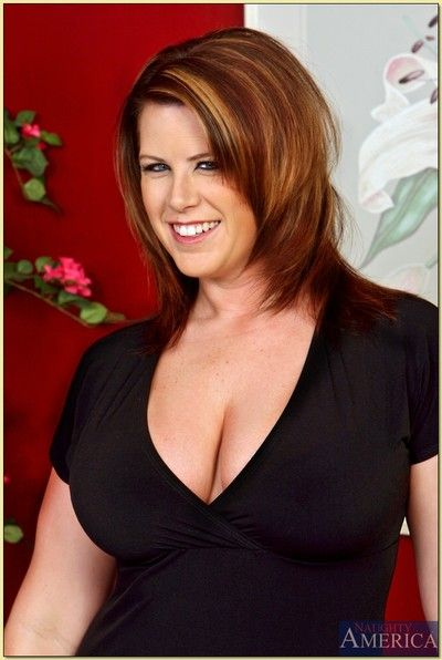 Mature BBW babe Lisa Sparxxx shows massive breast and spreads pussy