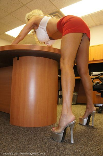 Seductive mature babe on high heels Wifey posing in the office