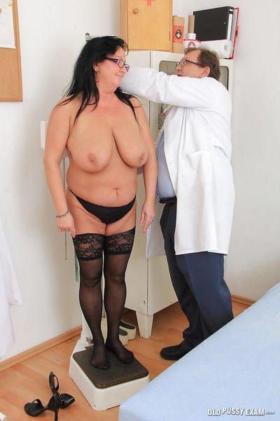 Порно гинекологи милфа