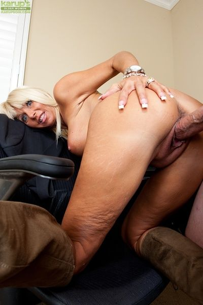 Mature slut with pierced belly button gets her bald cunt cocked up and jizzed
