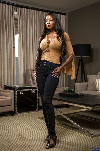 Chocolate beauty Diamond Jackson demonstrate her big boobies
