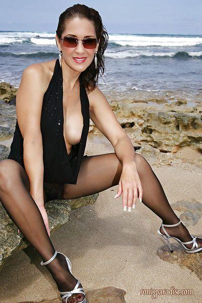 Mature in black dress Roni prefers masturbating at the seaside