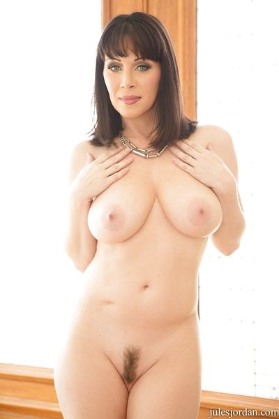 Mature MILF Rayveness offers spread pussy for hardcore interracial fucking - part 2