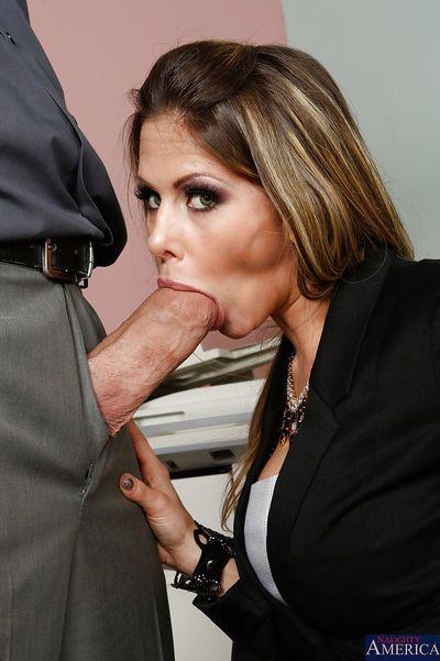 cách tự chăm sóc, sữa. Rachel Roxxx excites cô ấy Ông chủ với cô ấy Thổi kèn kỹ năng phần 2