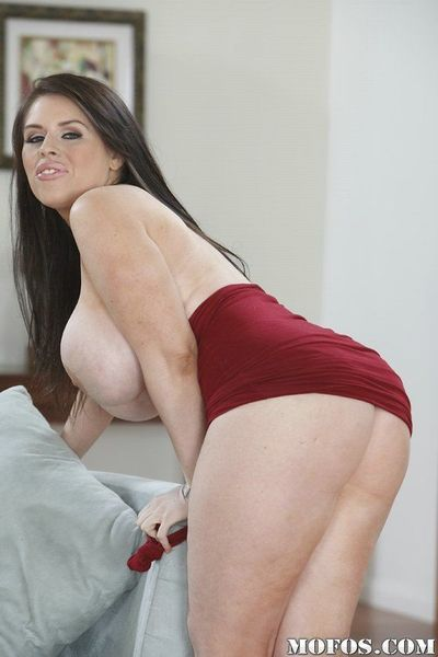 See big fatty butt and juicy shaved pussy of hot milf Daphne Rosen