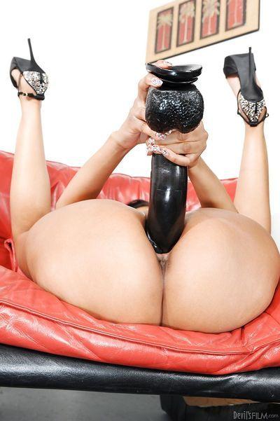 Horny slut Yasmine de Leon in heels toying shaved twat with massive dildo