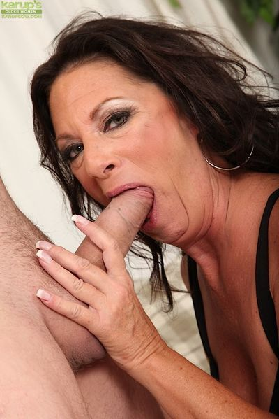 Lecherous mature slut gets her jugs glazed with jizz after tough twatting