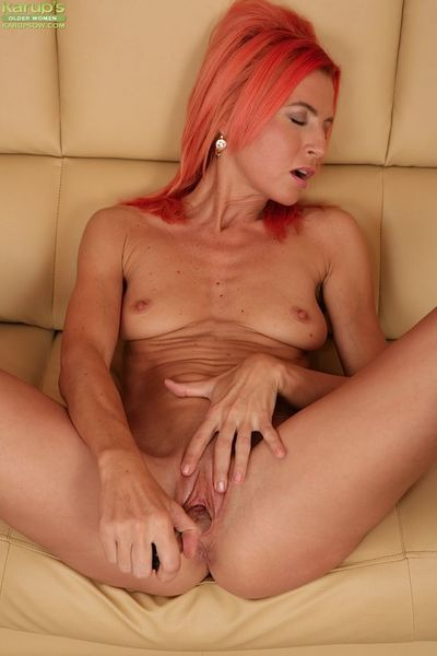 Skinny mature babe Klarisa Hot masturbating with a powerful vibrator