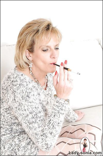 Mature fetish lady on high heels posing clothed and smoking