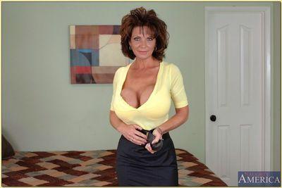 بذيء أمي مع لا يصدق جولة الثدي و ضيق الحمار شرائح و يطرح