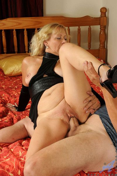Blonde granny gets banged