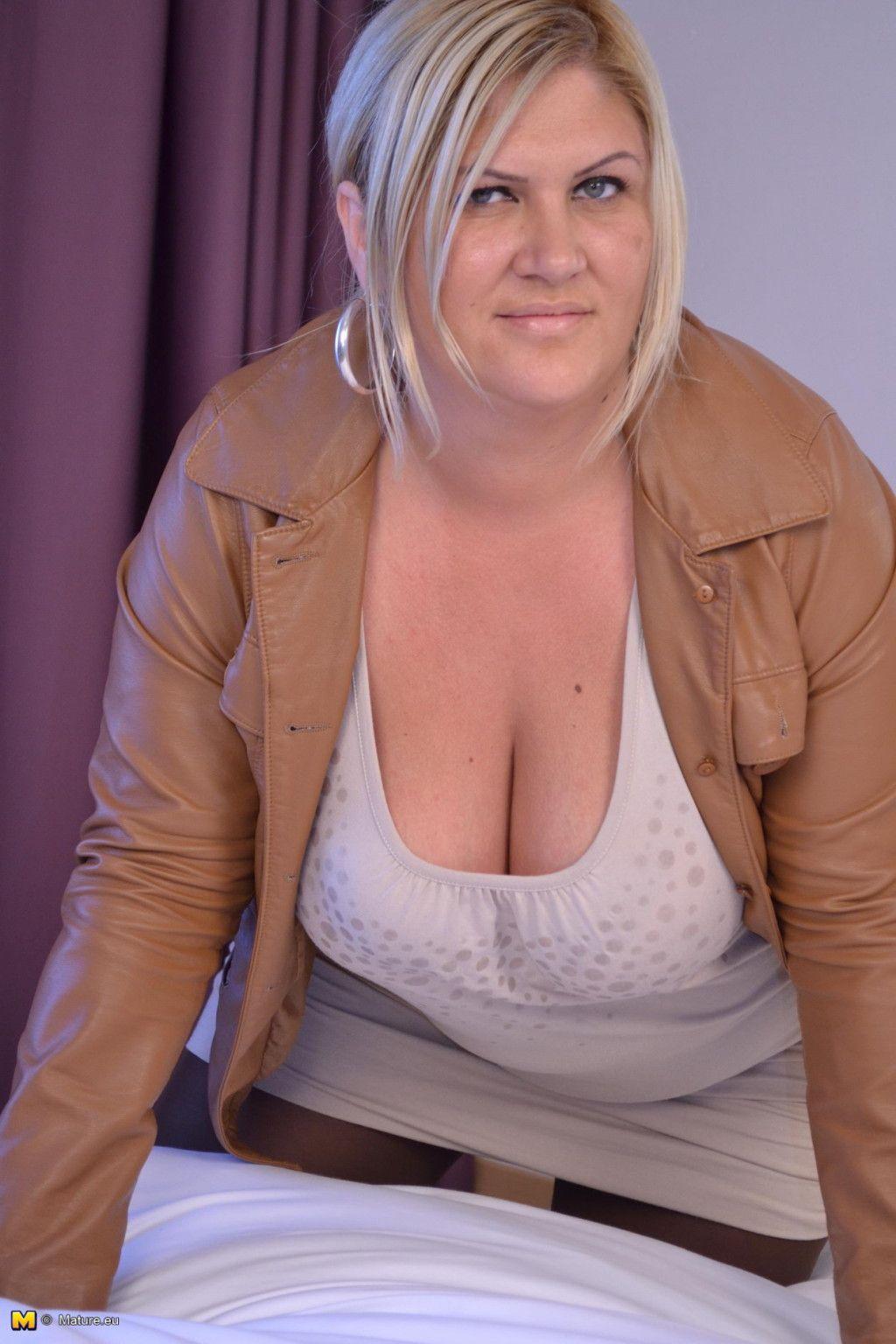Lovely chunky mature girl