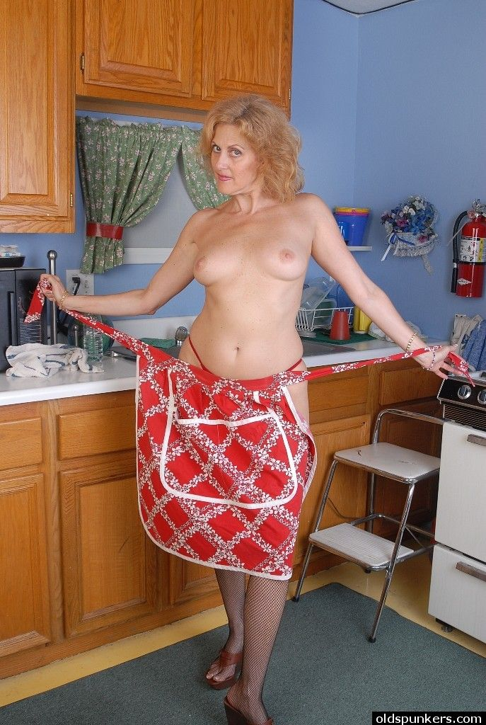 Stocking clad granny Dana sporting a sweet camel toe in kitchen