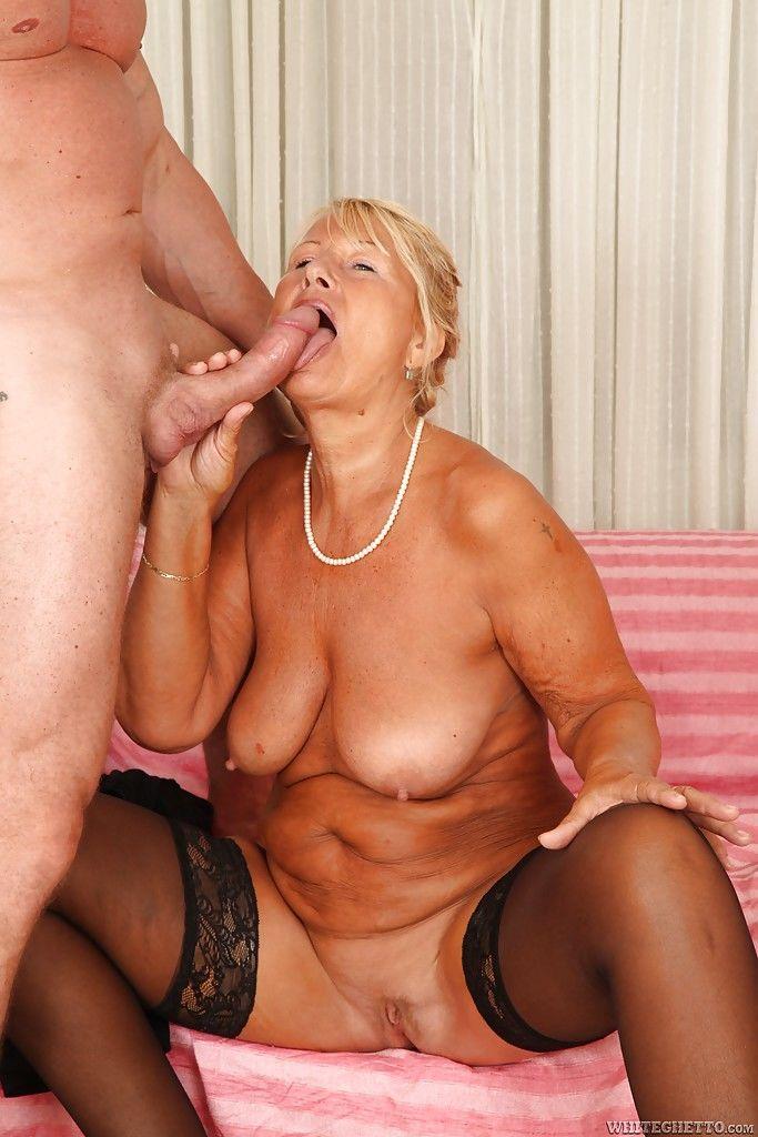 Секс порнуха с очень большими грудями что
