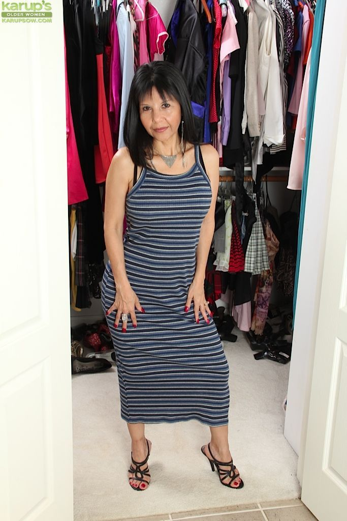 Mature mom Marcy Darling spreads her housewife twat while dressing for dinner