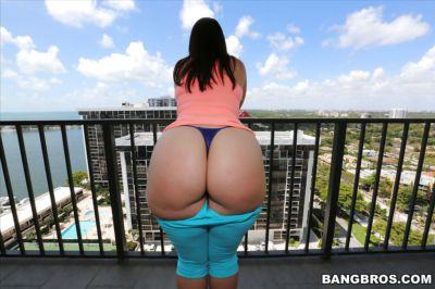 Big butt beaut Virgo Peridot flaunting thong covered ass outdoors