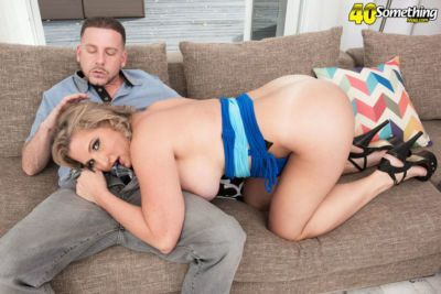 Chubby mature lady Candace Harley deepthroats her lover\\\