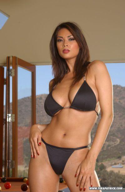 명 아시아 포르노스타 Tera Patrick 모델링 비 누드 에 비키니가