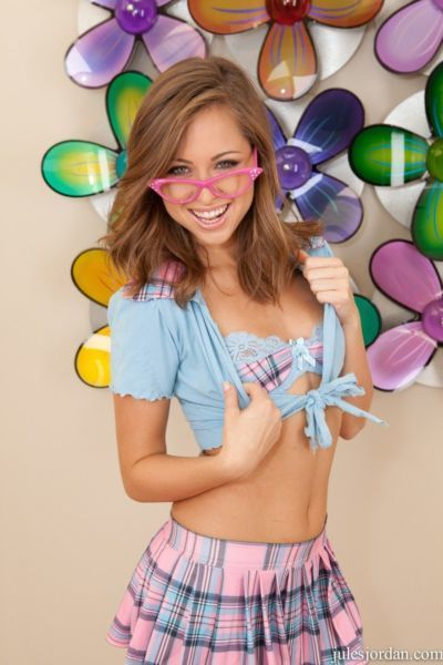 Sweet Riley Reid lifts her mini skirt and gobbles hot man juice
