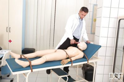 Latex freak Latex Lucy receiving mouthful of jizz in rope bondage from doctor