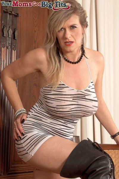 Толстушки зрелые модель Марина Рене питания ее piereced Пизда и Мудак с игрушки