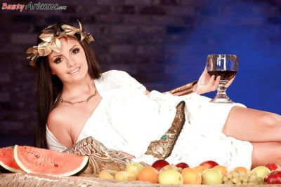 European cosplay enthusiast Arianna Sinn frees massive tits for nipple play
