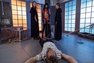 Latina MILF Mercedes Carrera blowing cock before sex in black stripper boots