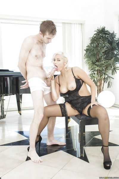 Voluptuous blonde milf Jenna Ivory asks for more cum in her mouth