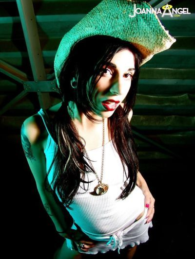 Close up amateur posing scene features brunette babe Joanna Angel
