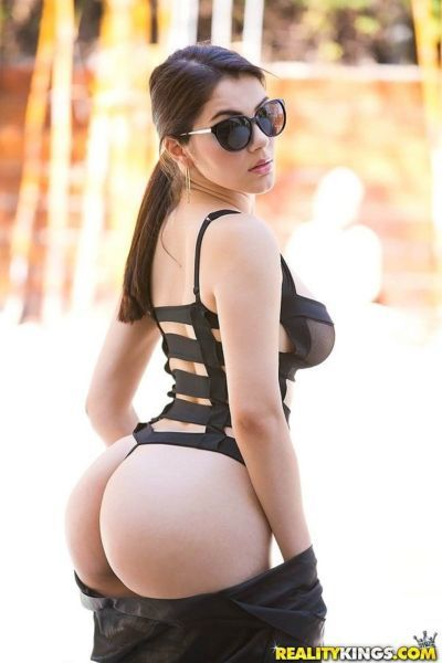 Curvy beauty in revealing swimsuit and sunglasses takes it up her juicy butt