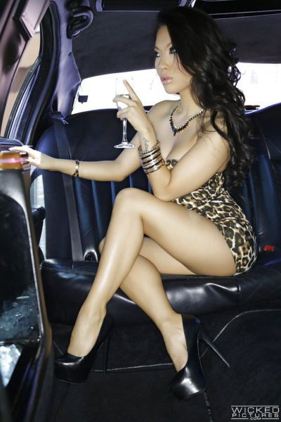 Glamorous Asian Asa Akira is posing naked on the backseat in limo