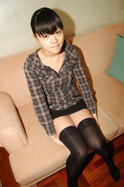 Midori Kimishima spreads her legs wide to show her hairy twat