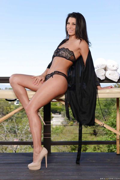Brünette Modell und Mama Alexa tomas Strippen Nackt in die im freien