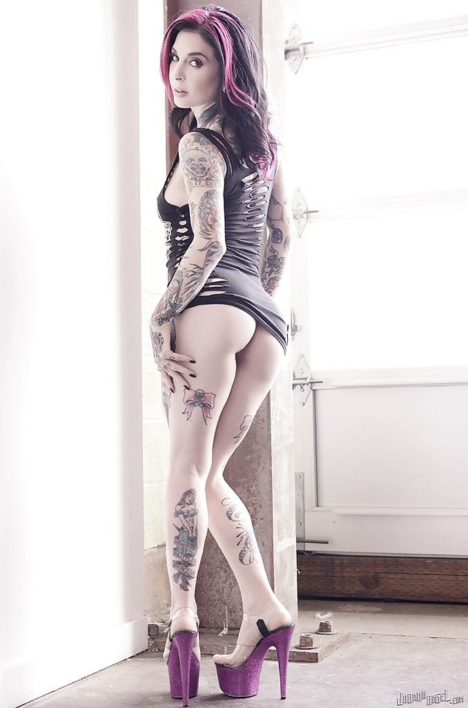 Amateur MILF Joanna Angel showing off her heavily tattooed body in the nude