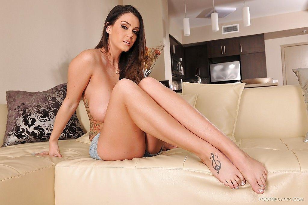 Ravishing bombshell in shorts getting naked and exposing her bare feet