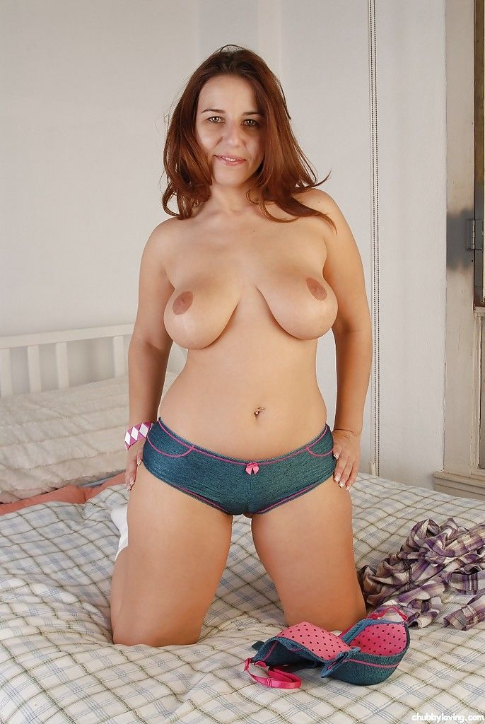 Curvy mom Lexxxi posing topless after letting big fat boobs loose from bra