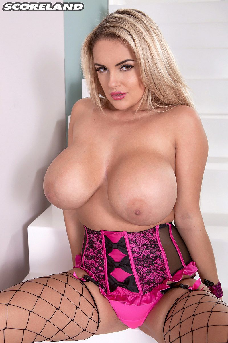 Super busty Katie Thornton bares her massive breasts in model audition