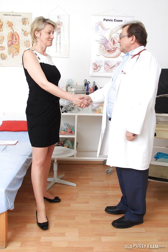 Gyno sex scene with mature lady Ester and her local doctor