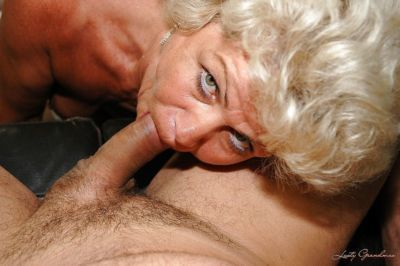 Slutty granny in stockings gives a blowjob and gets slammed hardcore