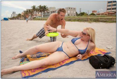 Chubby bikini mom Cameron Keys hooked on the beach and fucked