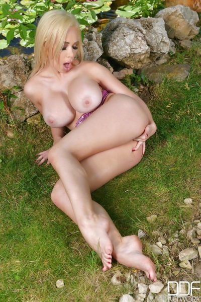Busty Chessie Kay amazing pussy finger fucking solo outdoor moments - part 2