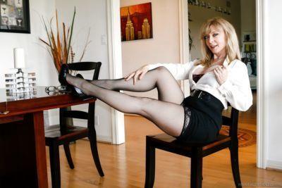 busty olgun anne Nina Hartley içinde içinde yüksek topuklu Üzerinde diz Lanet Doggystyle